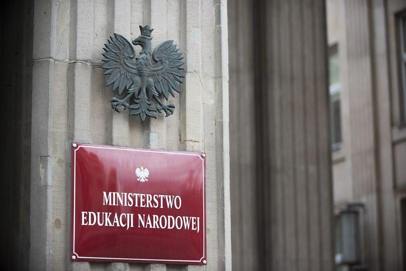 Ministerstwo Edukacji Narodowej opublikowało komunikat w sprawie wydawania świadectw /Jakub Wosik  /Reporter