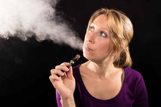 Ministerstwo Finansów opodatkuje akcyzą papierosy elektroniczne i nowatorskie /©123RF/PICSEL