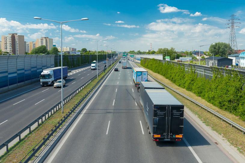 Ministerstwo Finansów wprowadza pakiet kolejnych ułatwień dla przewoźników /Arkadiusz Ziółek /East News