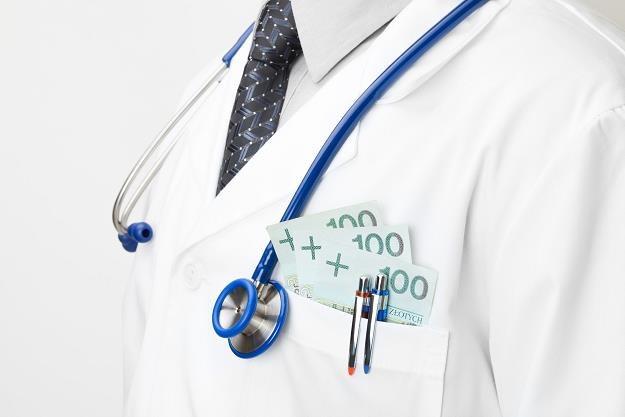 Ministerstwo Finansów wycofa się z pomysłu kas fiskalnych dla lekarzy? /©123RF/PICSEL
