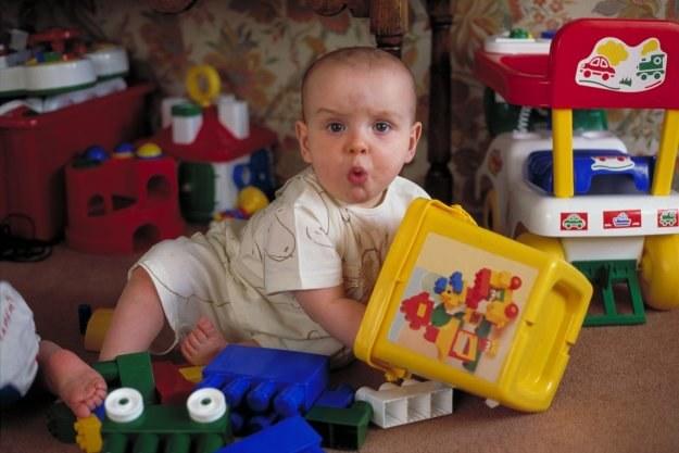 Ministerstwo Finansów zamierza podwyższyć VAT na ubranka dla niemowląt i obuwie dla dzieci /© Bauer