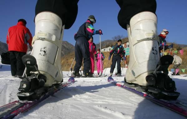 Ministerstwo Transportu przygotowało przepisy dla narciarzy /AFP