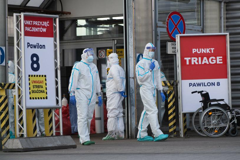 Ministerstwo Zdrowia opublikowało nowy raport dotyczący liczby zakażeń i zgonów z powodu COVID-19 w Polsce /Lukasz Gdak/Polska Press/East News /East News