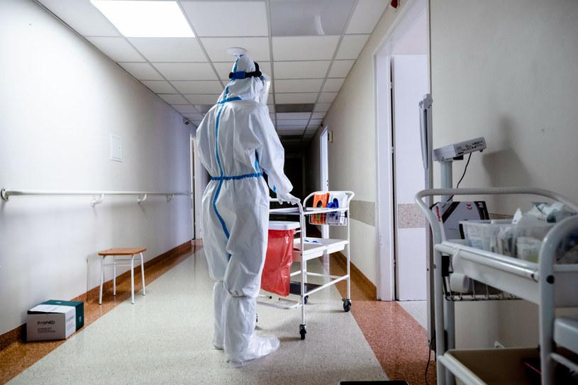 Ministerstwo Zdrowia podało najnowsze dane dotyczące epidemii w Polsce /Karol Porwich/East News /East News
