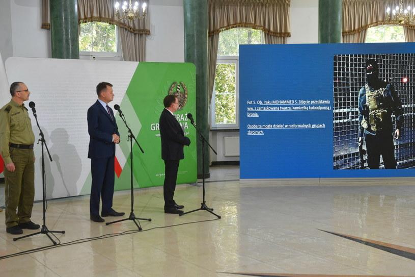 Ministrowie Mariusz Błaszczak i Mariusz Kamiński na konferencji prasowej /Radek Pietruszka /PAP