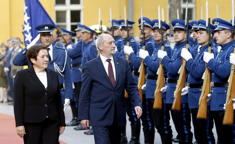 Ministrowie obrony Marina Pendesz i Antoni Macierewicz /FEHIM DEMIR /PAP/EPA