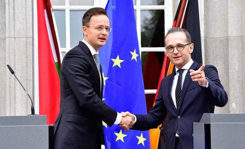 Ministrowie spraw zagranicznych Węgier i Niemiec, Peter Szijjarto oraz Heiko Maas /TOBIAS SCHWARZ /AFP