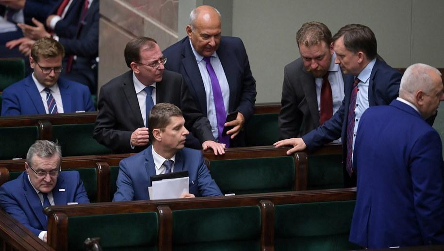 Ministrowie w czasie posiedzenia Sejmu / Marcin Obara  /PAP