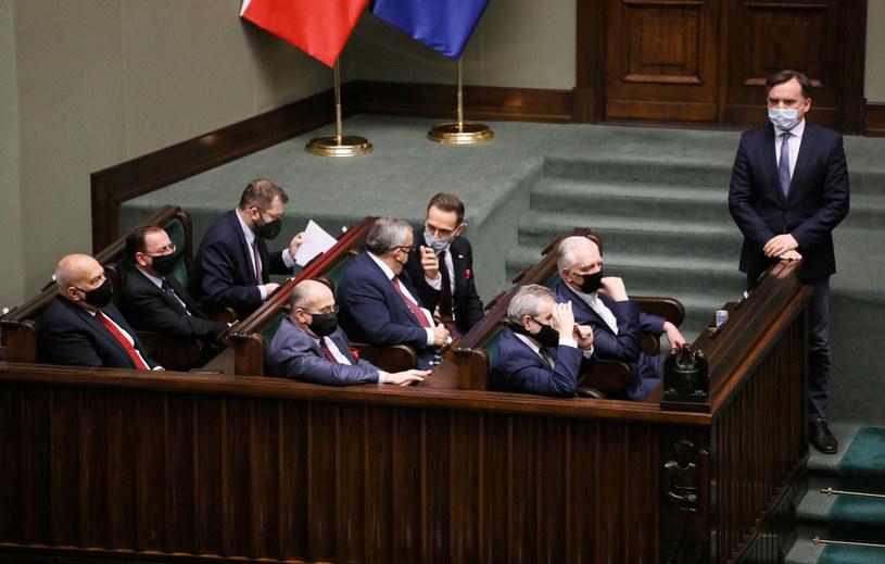 Ministrowie w sejmowych ławach / Jakub Kamiński    /East News