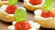 Minitarty z pomidorkami i mozzarellą