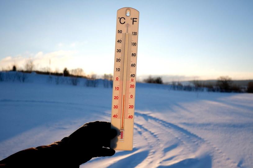 Minus 15 stopni C wskazuje termometr w Kuźminie na Pogórzu Przemyskim /Darek Delmanowicz /PAP
