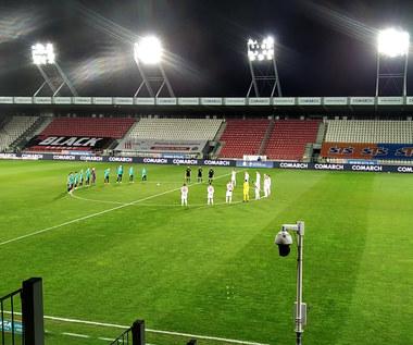 Minuta ciszy przed mecz Cracovia - Legia. Wideo