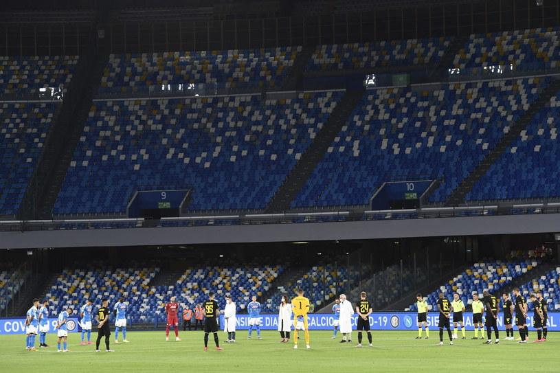 Minuta ciszy przed rozpoczęciem meczu /PAP/EPA