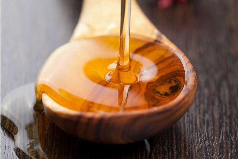 Miód ma działanie przeciwzapalne i zawiera substancje bakteriobójcze /123RF/PICSEL