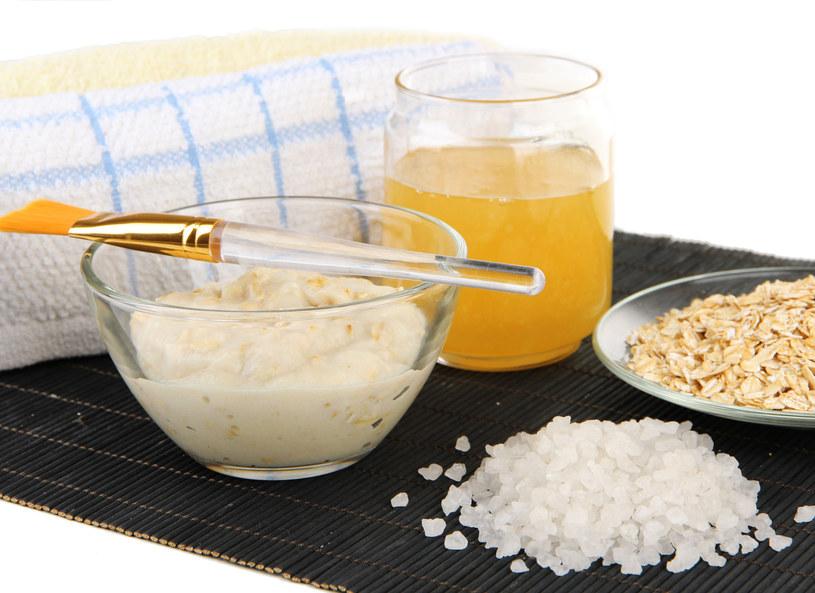 Miód pomaga wzmocnić organizm, zwalczyć przeziębienie. /Picsel /123RF/PICSEL