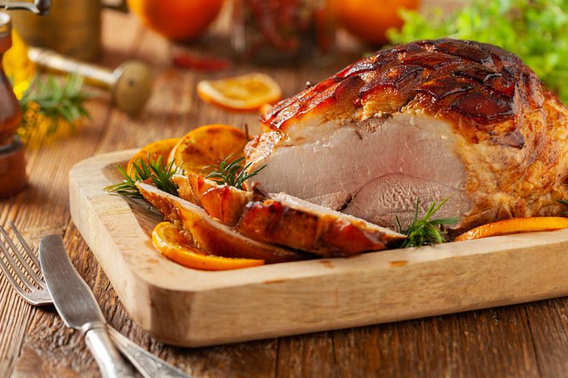 Miód tworzy na mięsach warstwę apetycznej glazury /123RF/PICSEL
