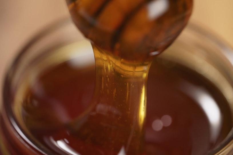 """Miód wrzosowy bywa nazywany """"królem miodów"""" /123RF/PICSEL"""