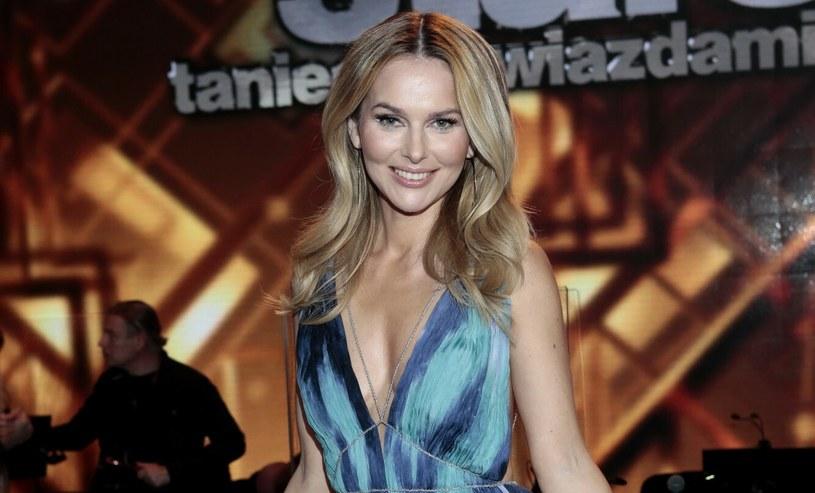 Miodowy blond to jeden z ulubionych odcieni blondów Pauliny Sykut-Jeżyny /Adam Jankowski /Reporter