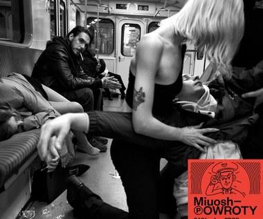 """Mioush """"Powroty"""": Rap dla klasy średniej [RECENZJA]"""