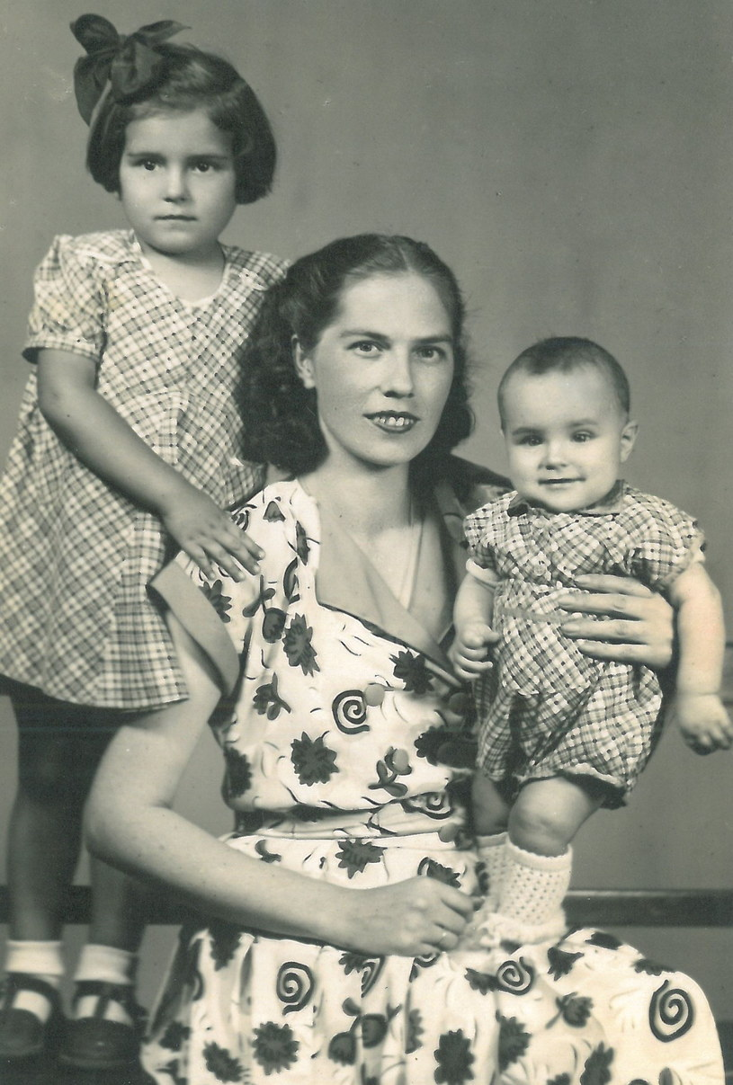 Mira Odi z córkami /materiały prasowe
