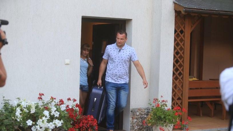 Mirella opuszcza dom Grzegorza, fot. materiały producenta /materiały programowe