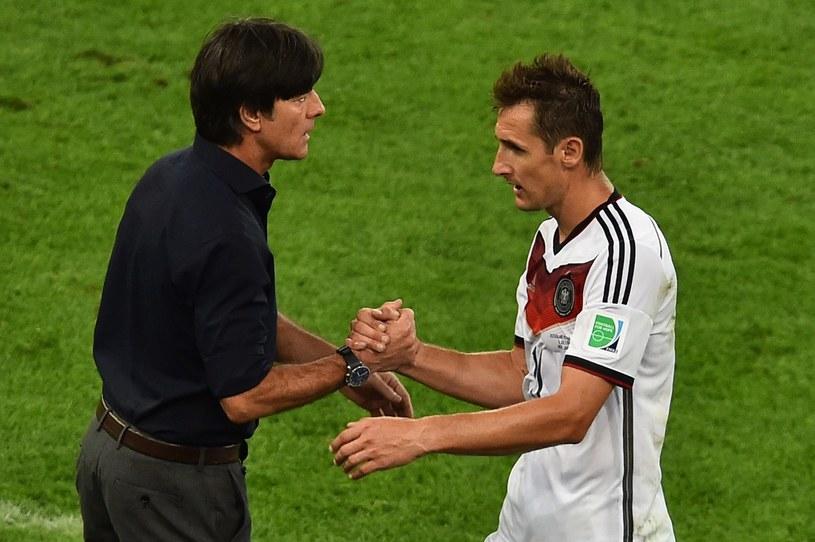 Miroslav Klose (z prawej) i Joachim Loew /AFP