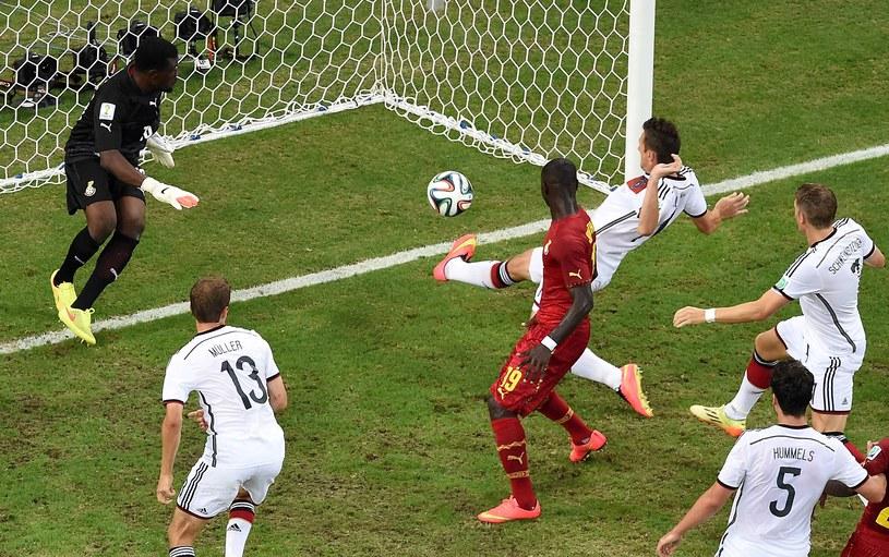Miroslav Klose zdobywa wyrównującą bramkę dla Niemców /AFP
