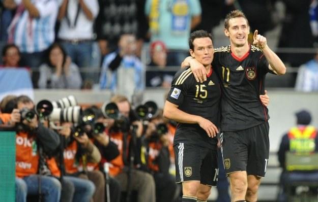 Mirosław Klose i Piotr Trochowski. /AFP