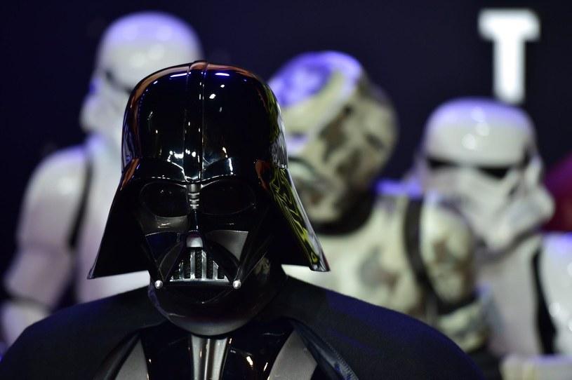 Mirosław Zbrojewicz wcieli się w Dartha Vadere w polskiej wersji Star Wars Battlefront II /AFP