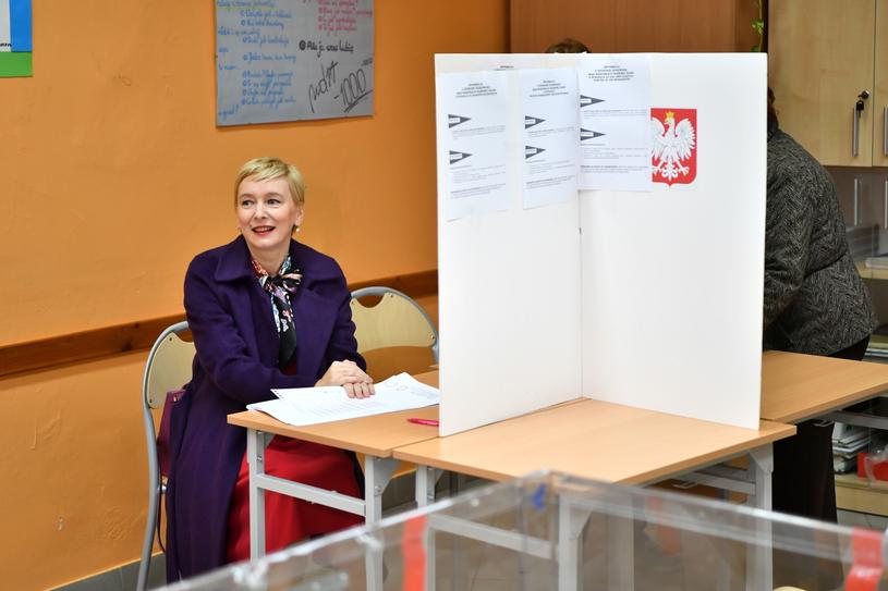 Mirosława Stachowiak-Różecka podczas głosowania we Wrocławiu / Maciej Kulczyński    /PAP
