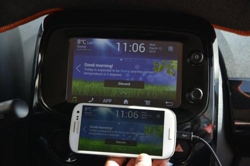 Mirror Link: ekran centralny wyświetla obraz ze smartfona. Działa z Samsungiem /Motor