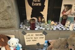 Misie przed konsulatem. Polacy wyrażają solidarność z rodzicami Alfiego Evansa