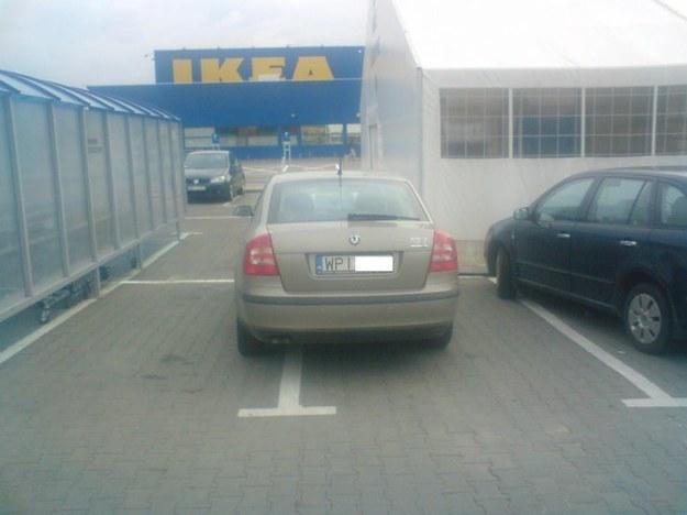 Mistrz parkowania w octavii.