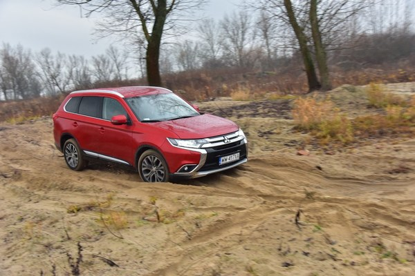 Mitsubishi Outlander 2.2 DID Intense Plus AT 4WD