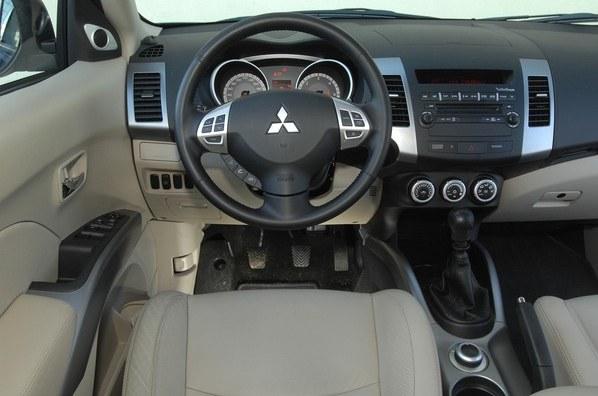 Mitsubishi Outlander /Motor