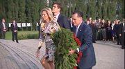 Mitt Romney pod pomnikiem Obrońców Wybrzeża na Westerplatte