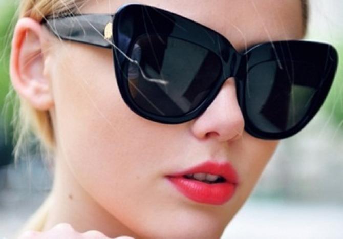 Mity na temat okularów przeciwsłonecznych /© Photogenica