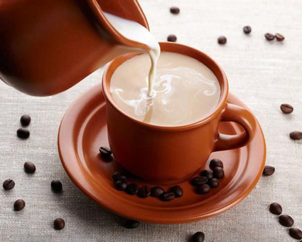 mleczko do kawy /© Photogenica