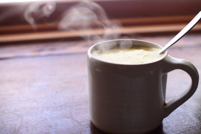 mleko ciepłe /© Photogenica