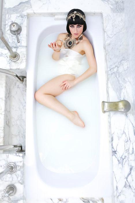mleko i demakijaż /© Photogenica