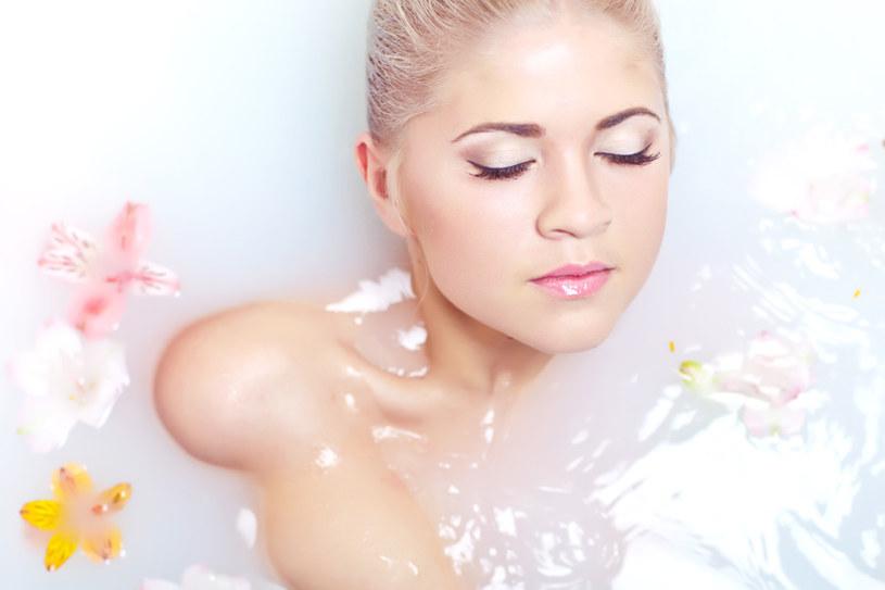 mleko i kosmetyki /© Photogenica