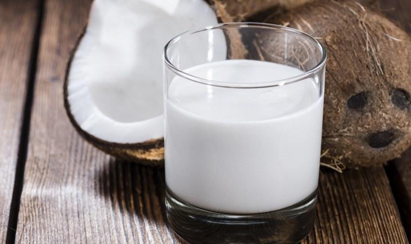 Mleko kokosowa też posiada swoje walory /123RF/PICSEL