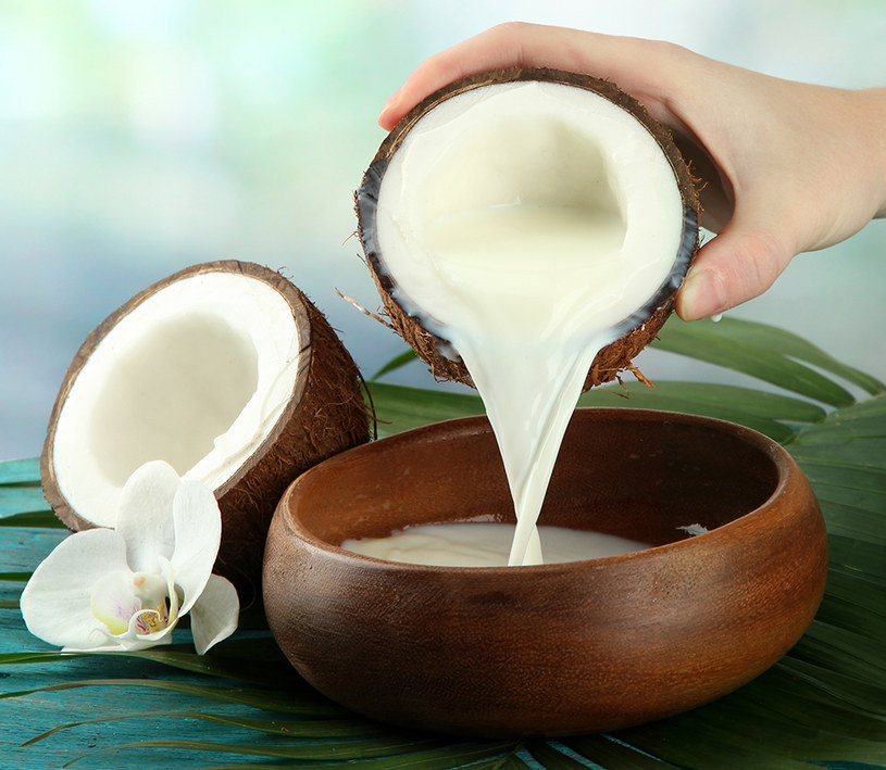 mleko kokosowe domowe /© Photogenica