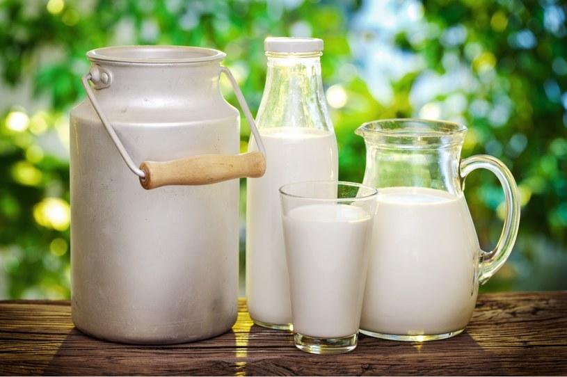 mleko od krowy /© Photogenica