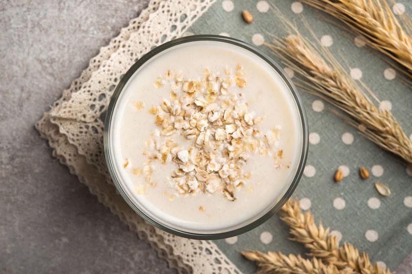 Mleko owsiane z powodzeniem stosowane jest w branży kosmetycznej /123RF/PICSEL