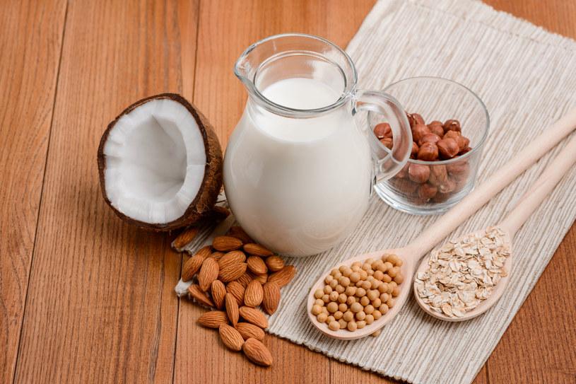 Mleko roślinne jest dobrą dla zdrowia alternatywą mleka krowiego /123RF/PICSEL