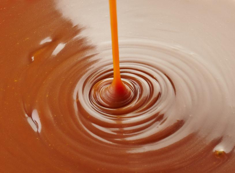 Mleko skondensowane może być dodatkowo słodzone i mieć różne smaki /123RF/PICSEL