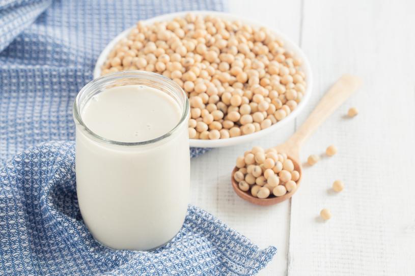 Mleko sojowe zawiera dużo białka /123RF/PICSEL