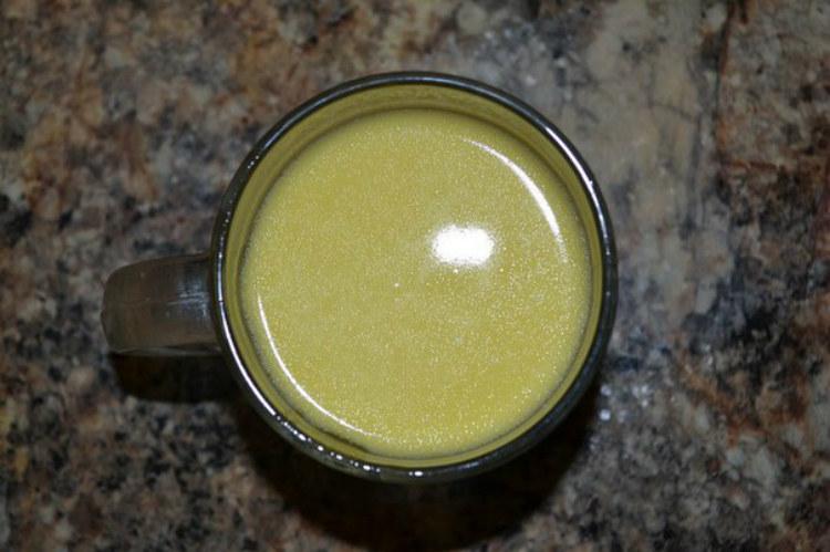 mleko z masłem kaszel /© Photogenica