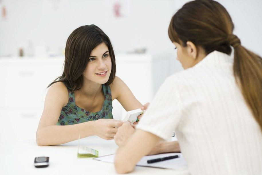 Młoda kobieta u ginekologa [zdj. ilustracyjne] /PAP/Photoshot /PAP